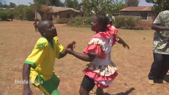spc inside africa kenya dancing b_00032414.jpg
