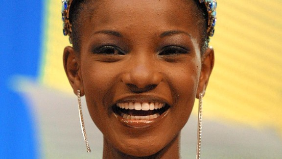 Agbani Darego wins Miss World, the first black African to do so. At the time the country is going through a series of reforms. Two years before, the first civilian leader in a generation, Olusegun Obabsanjo is elected, promising to tackle corruption and provide a more open form of government.