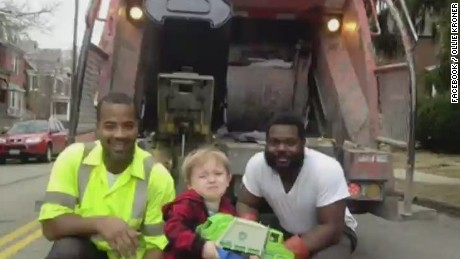 tds little boy quincy kroner meets garbage men heroes_00001106