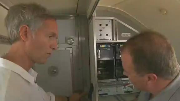 ac tuchman cockpit door demo_00004630.jpg