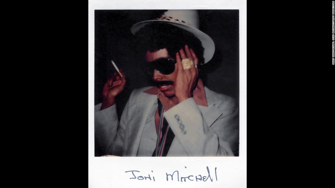 "Mitchell appears in blackface in a 1977 polaroid for her album ""Don Juan's Reckless Daughter."" The singer told <a href=""http://www.cnn.com/2015/02/11/entertainment/feat-joni-mitchell-black-man/"">New York magazine in a February 2015 interview</a> that she shares an affinity with black men and that <a href=""http://www.amazon.com/Juans-Reckless-Daughter-Joni-Mitchell/dp/B000002GXG?tag=thecutonsite-20"" target=""_blank"">she appeared in blackface on that album cover</a>."