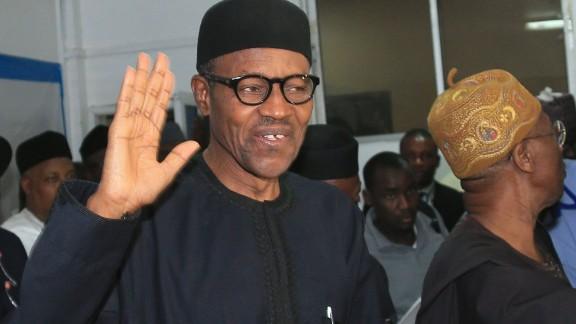 Nigerian president-elect Muhammadu Buhari (L) waves in Abuja on April 1, 2015.