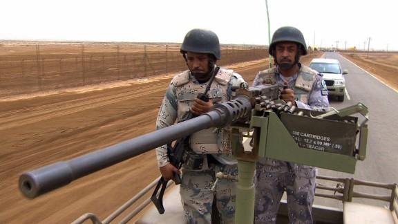 pkg robertson saudi arabia yemen border_00014128.jpg