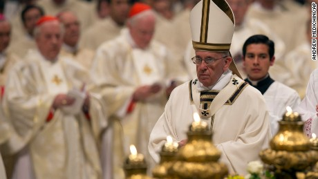 Pope leads Easter mass