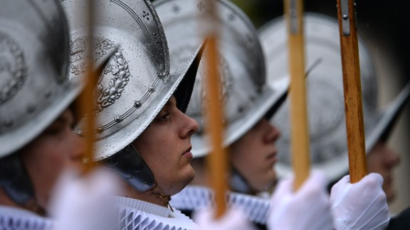 Swiss Guards brave the conditions in their ceremonial uniforms.