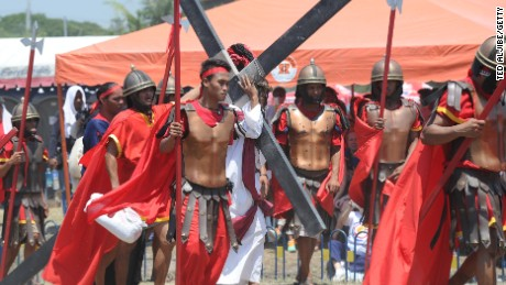Filipinos flagellate, crucify themselves in Holy Week ritual