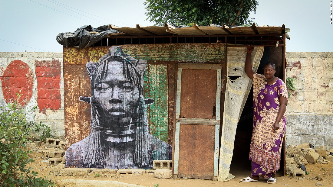 Yseult draws large scale portraits from old images and pastes them on the walls of female-owned businesses around Senegal, particularly on restaurants and breakfast stands.
