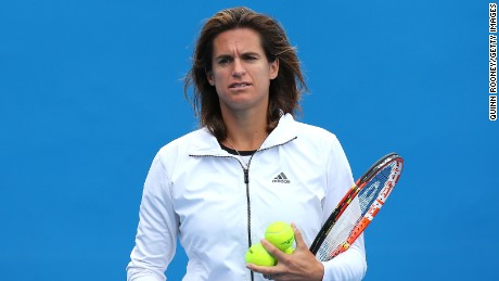Amelie Mauresmo has announced she is pregnant and will give birth in August.
