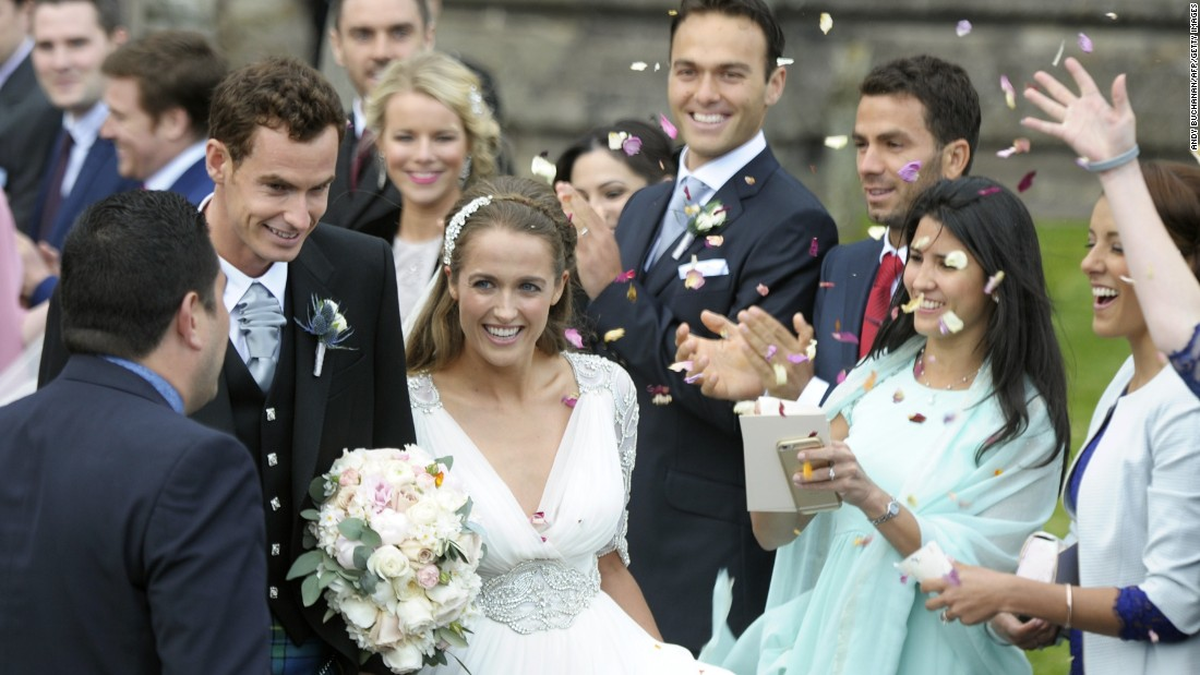 The grand slam and Olympic champion donned a traditional blue and green tartan kilt and his bride dazzled in a vintage gown by British designer Jenny Packham.