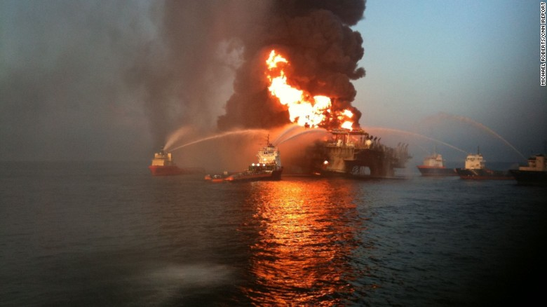 2010: Close-up video captured Gulf Coast rig burning