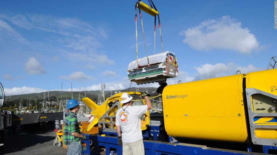 Project engineer Ross Peterson oversees the installation of the lithium polymer battery into Boeing's autonomous underwater vehicle Echo Ranger at Half Moon Bay, California. The battery is specifically designed for the AUV, providing the power needed for the 60-mile roundtrip mission.