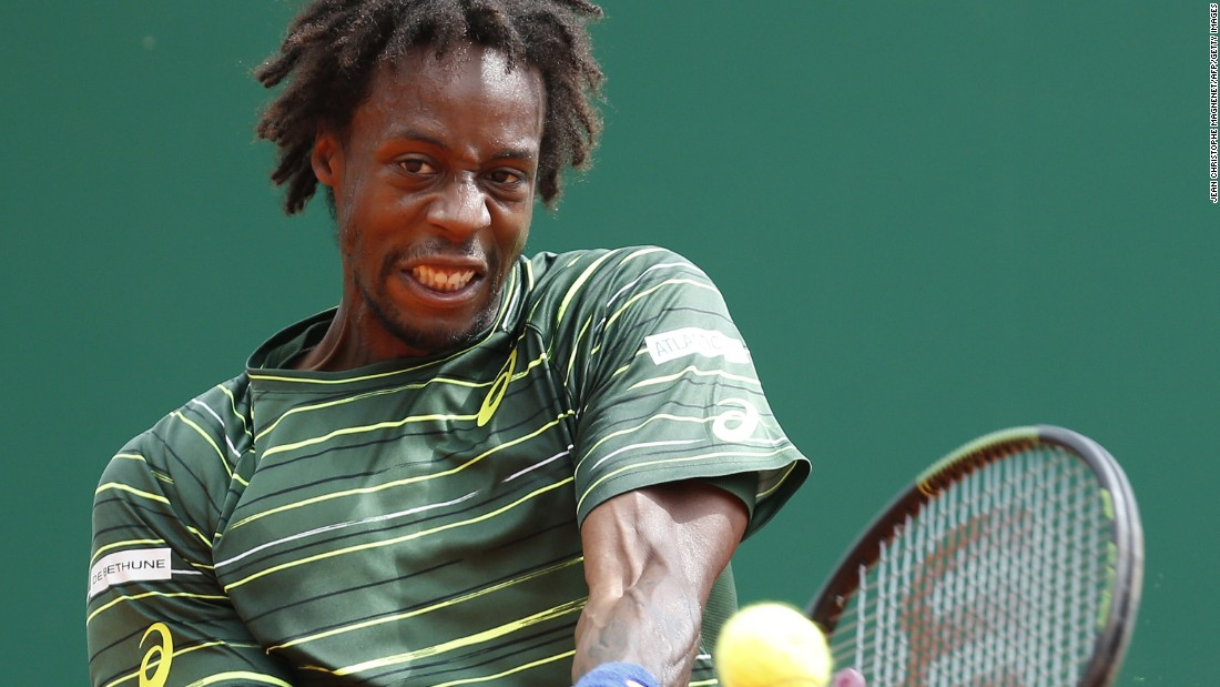 In the day's first semifinal, the in-form Gael Monfils took on Tomas Berdych.