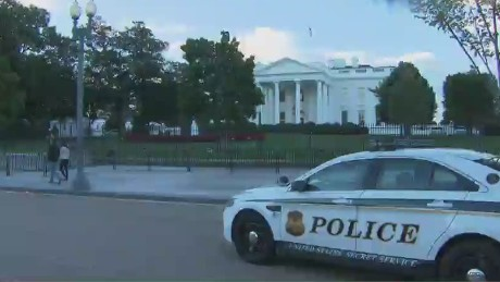 nr white house fence jumper_00004818