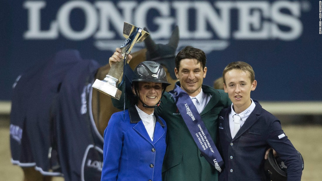 Guerdat poses for photos with French rider Peneloppe Leprevost (L) in second place and Ireland's 19-year-old Bertram Allen (R) in third.