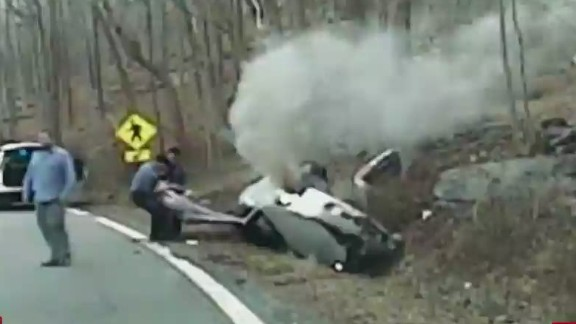 ac intv ehrenburg ferriola officers pull woman from burning car_00023317.jpg