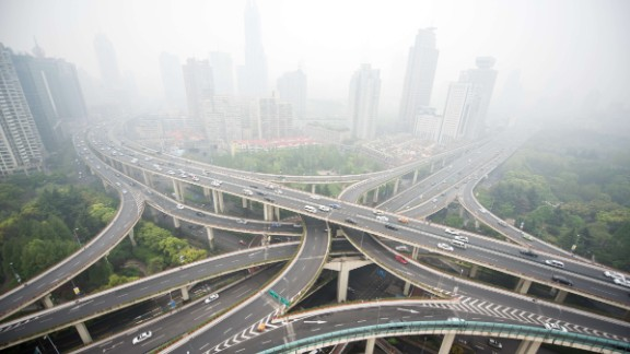 Cars are seen on an elevated road on a heavy polluted day in Shanghai on April 19, 2015. AFP PHOTO / JOHANNES EISELEJOHANNES EISELE/AFP/Getty Images