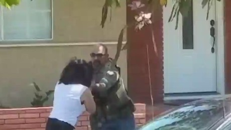 ac pkg lah us marshal smashes phone_00014515