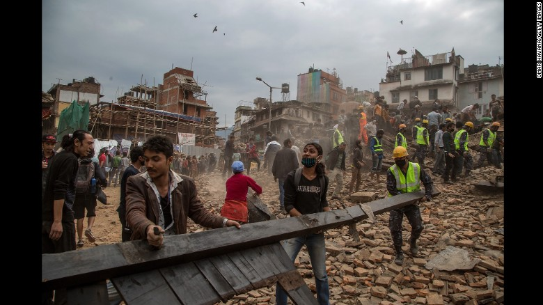 Nepal quake survivors try to cope with losses