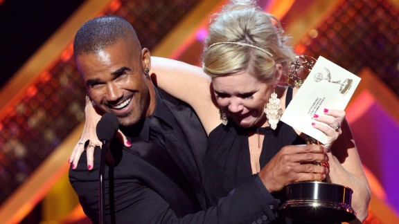 """Shemar Moore presents Maura West with the award for outstanding lead actress in a drama series for her role on """"General Hospital."""""""