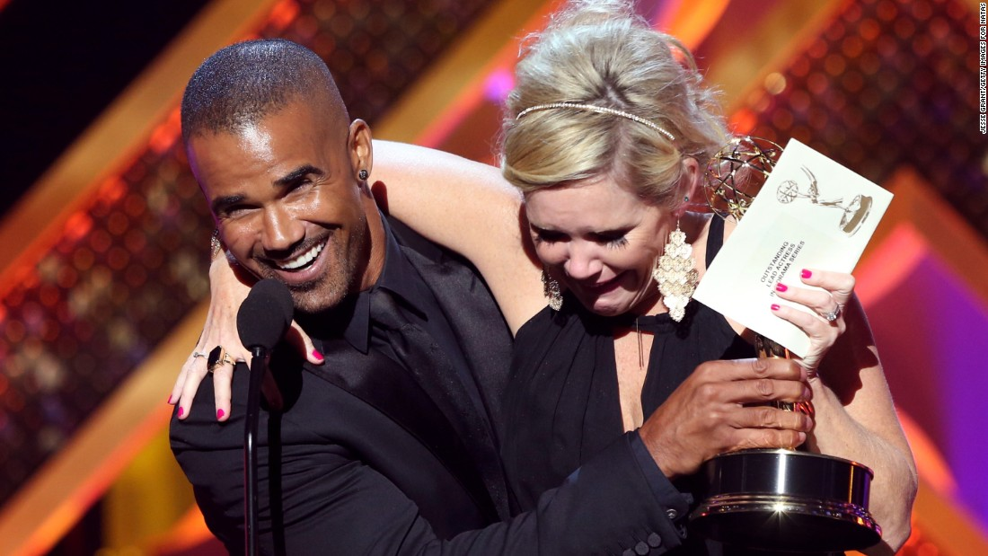 "Shemar Moore presents Maura West with the award for outstanding lead actress in a drama series for her role on ""General Hospital."""