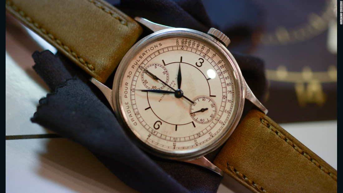 This Patek Philippe reference 130 Doctors Chronograph dates back to the 1930s.