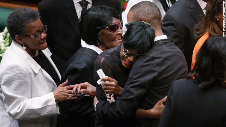 Family, dignitaries pay respects to Freddie Gray