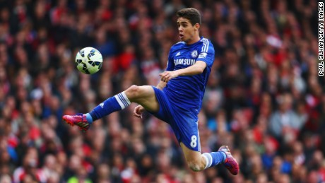 Oscar controls the ball during Chelsea's Premier League match against Arsenal on April 26, 2015.