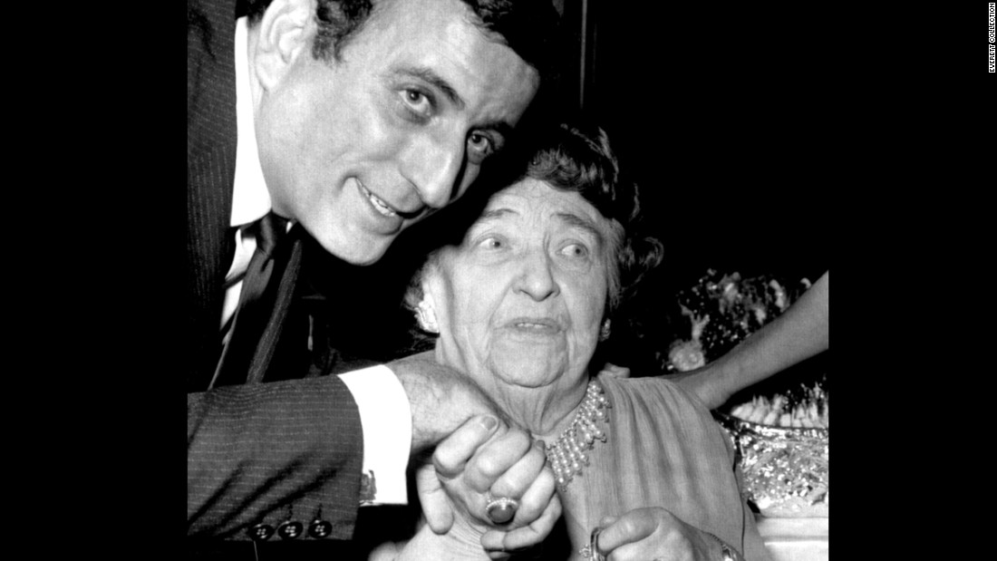 Singer Tony Bennett poses with actress Jane Darwell at the Riviera on October 7, 1965.