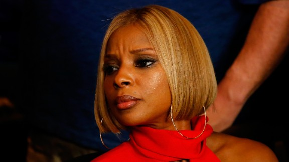 Singer Mary J. Blige attends the bout.