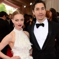 10 met gala 2015 Amanda Seyfried Justin Long