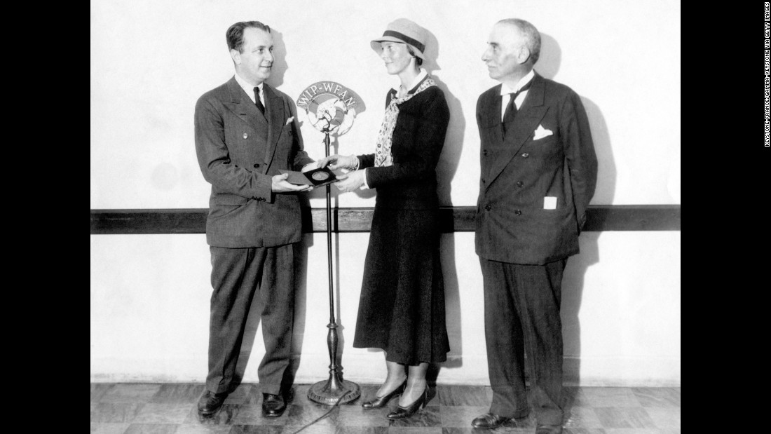"In October 1932, Earhart received the Gimbel Medal as the ""most outstanding woman in America"" that year."