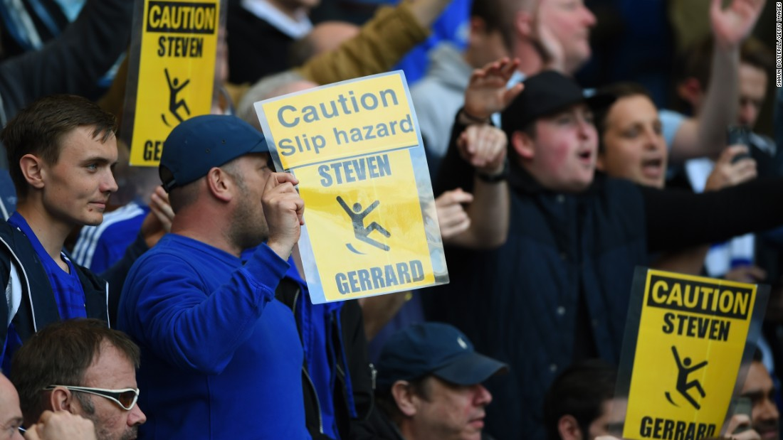 But the conviviality only went so far -- and some Chelsea fans produced laminated cards mocking Gerrard for his slip in the reverse fixture last season that saw Liverpool allow Manchester City to win the Premier League title.
