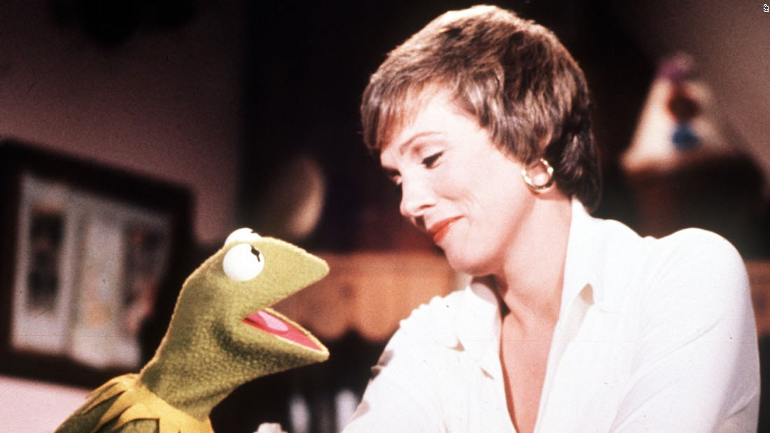 "On September 20, 1976, Kermit the Frog made the leap from PBS to syndication with ""The Muppet Show."" Kermit was joined by Miss Piggy, who had previously appeared as ""Piggy Lee""; Rowlf the Dog, who got his start shilling dog food in Jim Henson-produced commercials; and newcomers like Fozzie Bear. Each episode featured a notable guest star, such as actress Julie Andrews (pictured here in 1977)."