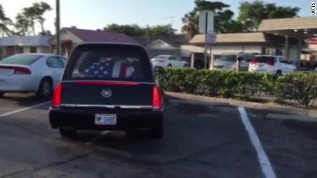 pkg hearse driver stops for food _00000518