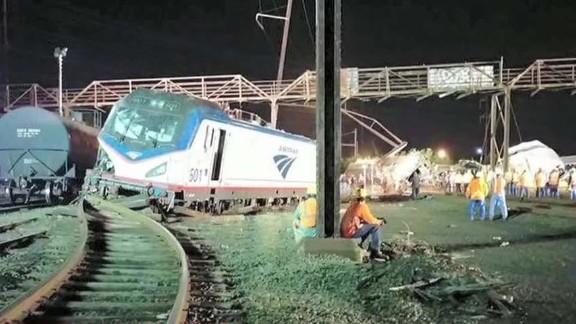 ctn pkg simon how to survive a train wreck_00013209.jpg