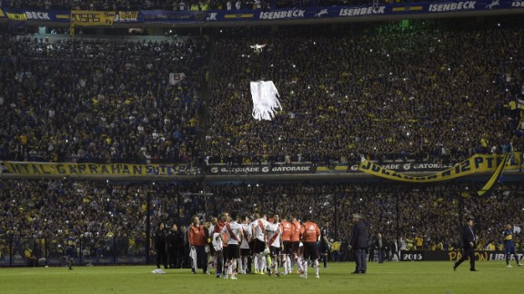 Prior to the match, Boca's fans flew a drone over the pitch mocking River. The drone related to River's relegation to the second tier of Argentine football in 2011.