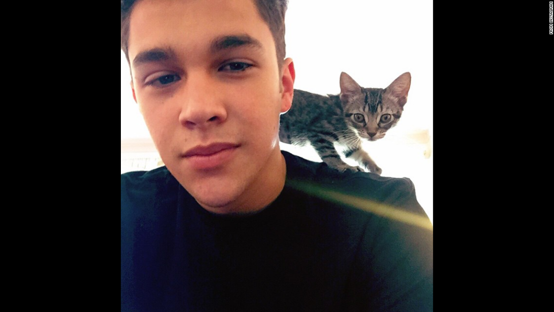 "Singer Austin Mahone <a href=""https://instagram.com/p/2tcxvFLUBq/"" target=""_blank"">posted this selfie</a> of him with a friend's kitten on Friday, May 15. Mahone's caption: ""@alexconstancio your new kitty loves to sit on my shoulders."""