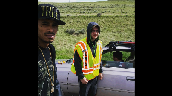 Rapper Layzie Bone of Bone Thugs-n-Harmony posted a picture on his Instagram account after he and others rushed to the aid of a driver who was having a diabetic crisis in Wyoming. The rapper fed the man fruit and wrote in the photo