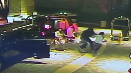 cnnee cafe jewelry robbery _00004313