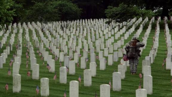 Arlington Cemetery Flags In Memorial Day_00001027.jpg