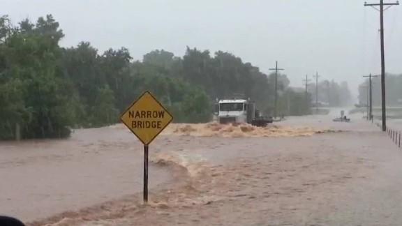 nr seg van dam texasx oklahoma flooding_00014509.jpg