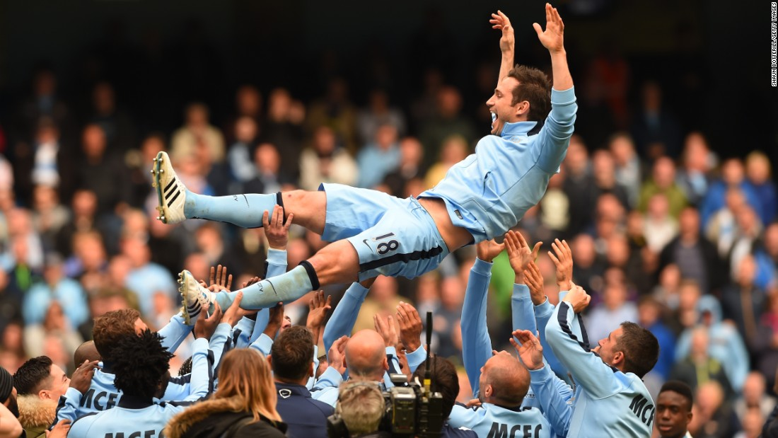 Former Chelsea star Frank Lampard was given a similar sendoff by his Manchester City teammates after scoring in the 2-0 win over Southampton -- his last game before moving to the United States with New York City.