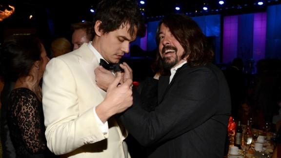 Grohl adjusts John Mayer