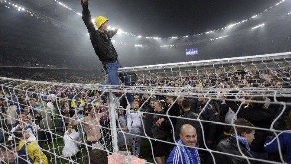 Dnipro's fans enjoyed their semifinal win over Napoli so much they celebrated on the pitch.