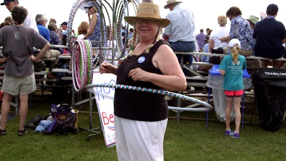 Woman sells 'Hoops for Bernie' to supper Sanders presidential campaign