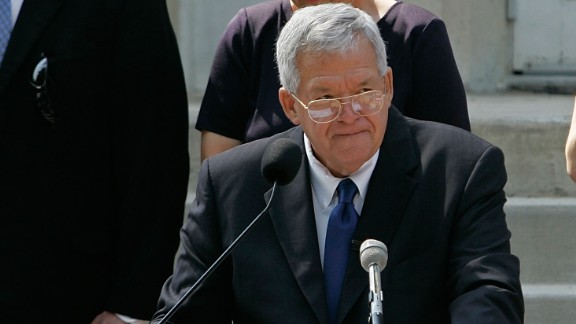 Hastert announces that he will not seek re-election for a 12th term on August 17, 2007, as he stands on the steps of the old Kendall County courthouse in Yorkville, Illinois.