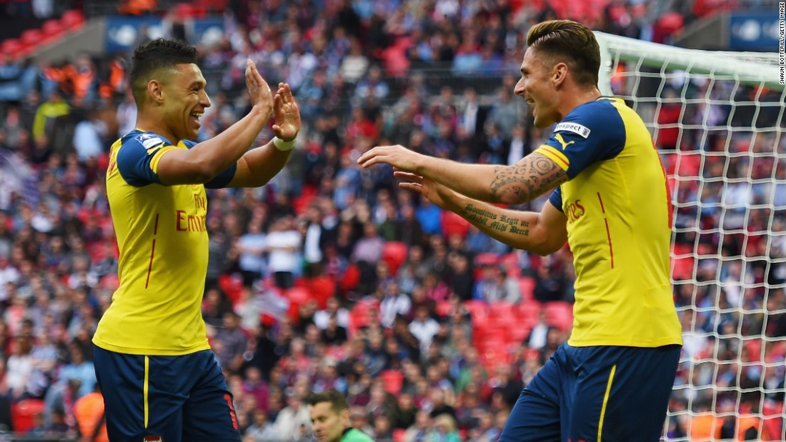 Olivier Giroud is congratulated by Sanchez after wrapping up the 4-0 victory with his late strike.