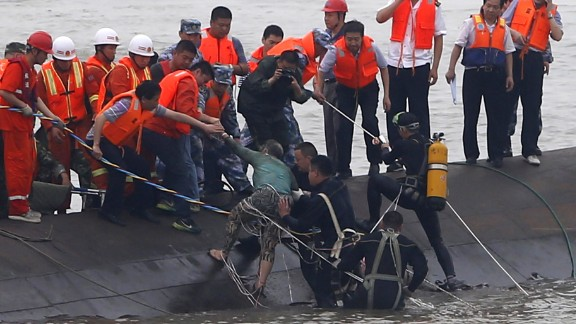 A survivor (C-green top) is rescued by divers from the Dongfangzhixing or