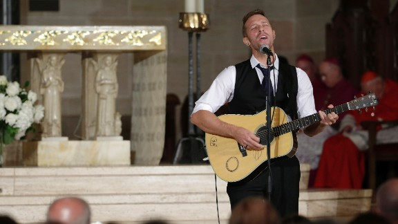 """Chris Martin of Coldplay performs """"Til Kingdom Come"""" during the funeral."""
