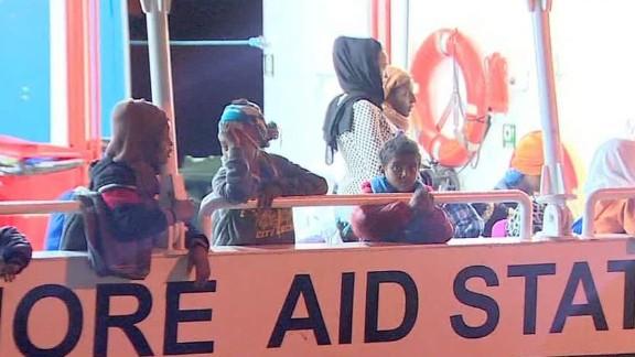 migrant rescue italy robertson lok_00000014.jpg
